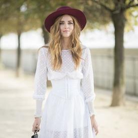 嘉拉·法拉格尼 (Chiara Ferragni)束腰长裙的随性